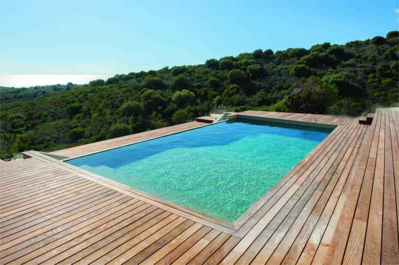Construction de piscine au liamone serra constructions - Piscine debordement ...