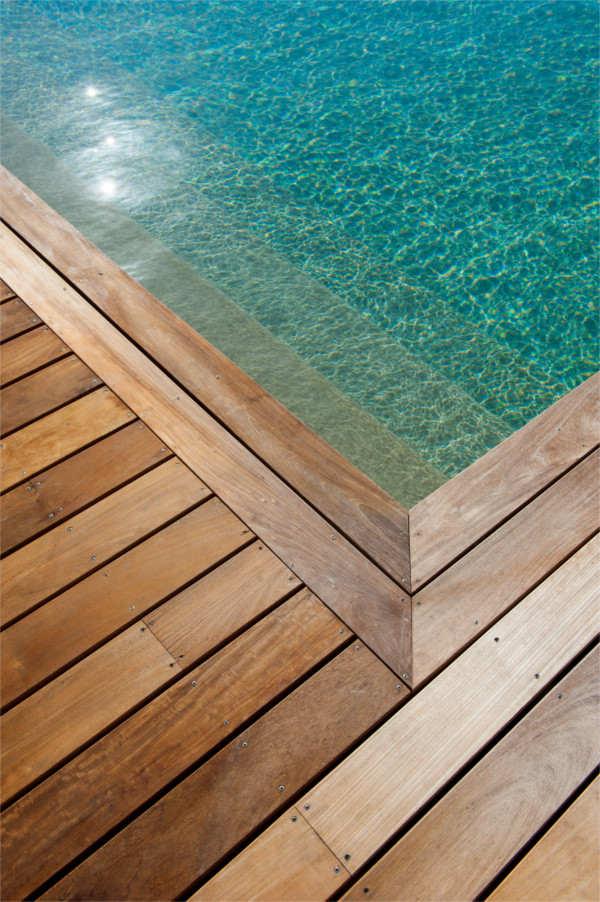 Piscine au Liamone-piscine à débordement-Maison individuelle à Alata-construction de maison individuelle-maison individuelle